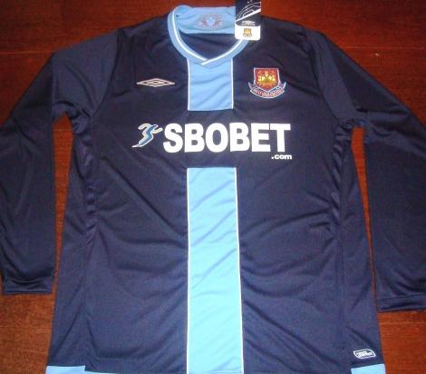 ff00c3c1f4 A 47a camisa de futebol é a camisa do West Ham United Football Club, um dos  clubes mais populares e tradicionais do Reino Unido.